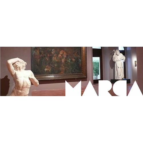 """CATANZARO - Anche il <a href=""""http://www.museomarca.info"""">Marca</a>, Museo delle Arti, celebra <a href=""""https://design.repubblica.it/2019/02/16/bauhausla-storia/#1"""">la scuola creata da Walter Gropius nel 1919</a>. <em>Bauhaus 100 – Dal movimento moderno al razionalismo in Italia, fino al concetto di design contemporaneo</em> pone l'attenzione anche sulle linee architettoniche delle sedi che hanno ospitato la scuola. Tra queste trova posto un episodio singolare legato alla città di Catanzaro che collega l'Ex Albergo Moderno, voluto dall'imprenditore Eugenio Mancuso, alla scuola tedesca. Fino al 31 luglio"""