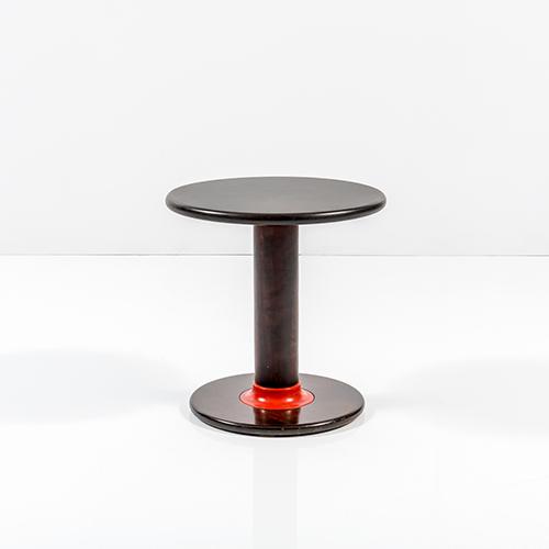 Tavolino Rocchetto di Ettore Sottsass, prodotto da Poltronova nel 1964. Base d'asta 2.000 euro