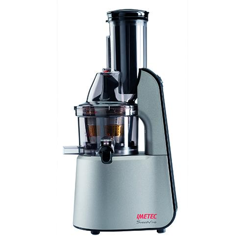 Da Imetec SuccoVivo Pro 1000, un estrattore versatile che permette di realizzare diverse ricette grazie ai tre accessori in dotazione. Si possono preparare, ad esempio, freschi sorbetti da frutta congelata o per cucinare salse di verdure e pesto