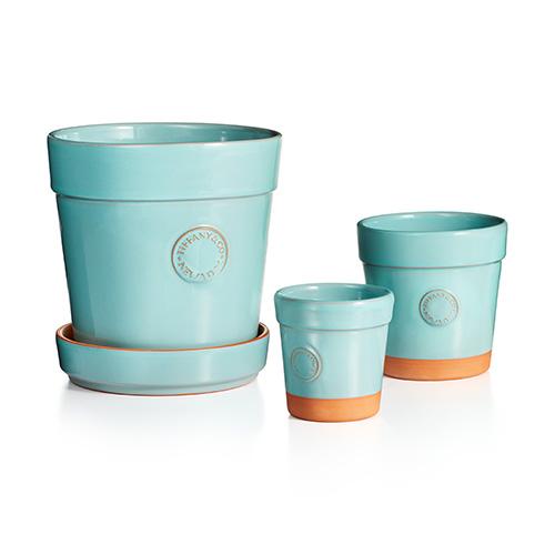 """È arrivato il momento di scegliere il vaso giusto: <a href=""""https://design.repubblica.it/2009/07/09/piantiamola-ma-con-criterio-la-scelta-del-vaso-giusto/"""">qui</a> i consigli per non sbagliare e in foto l'elegante proposta di Tiffany &amp;Co"""