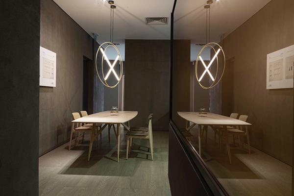 Il nuovo negozio nasce non solo come un'importante vetrina ma anche come luogo di incontro creativo per per clienti, architetti e contractor