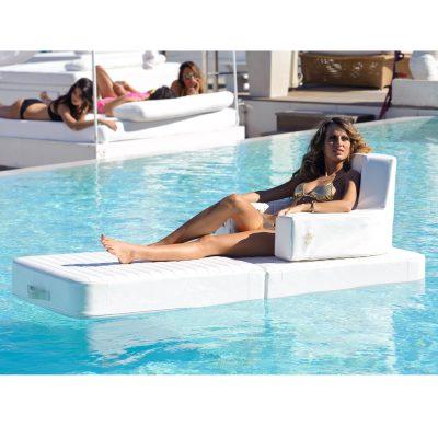 """Di <a href=""""http://www.viadurini.it"""">Viadurini in the Garden</a>, Trona è una poltrona a prova di piscina: realizzata in ecopelle nautica eco-friendly è idrorepellente e ignifuga. Completa di seduta, schienale, poggiareni e basamento"""