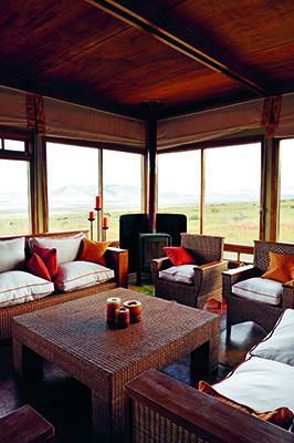 La Estancia Cerro Guido mantiene il fascino della vita da cowboy. Questa tenuta di montagna in stile ranch è immersa nel Parco nazionale Torres del Paine nella Patagonia cilena, ma nella parte poco frequentata dai turisti. Consigliate le lezioni di equitazione (foto David De Vleeschauwer, Remote Places to Stay, gestalten 2019)