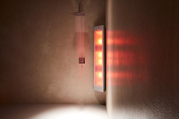"""Da installare nel box doccia, <a href=""""https://sunshower.it"""">Sunshower</a> è un pannello radiante che dona gli stessi benefici del sole: i raggi infrarossi stimolano la produzione di vitamina D"""