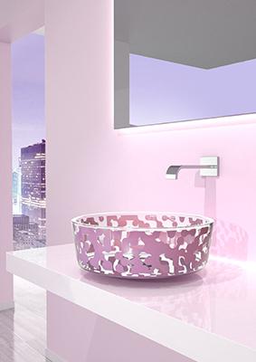 """Karim Rashid firma per <a href=""""https://www.glassdesign.it"""">Glass Design</a> Marea: collezione di lavabi realizzati in vetro con decoro a serigrafia"""