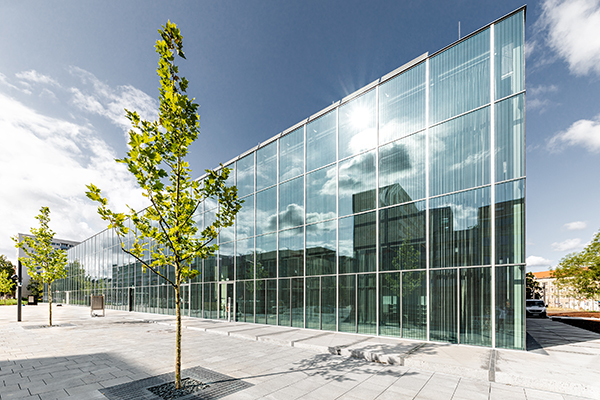 La facciata del Bauhaus Museum di Dessau (foto: Thomas Meyer / OSTKREUZ, 2019)