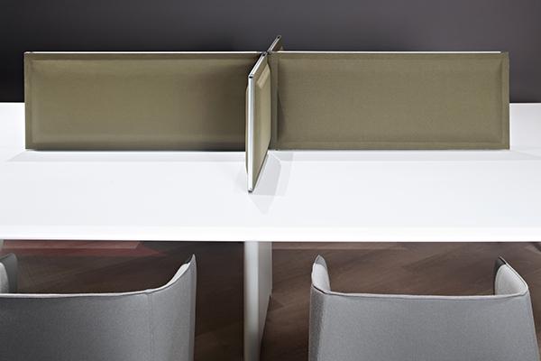 Multy di Tecno è un sistema di pannelli modulabili. Progettato da Gabriele e Oscar Buratti, integra fonoassorbenza e isolamento acustico