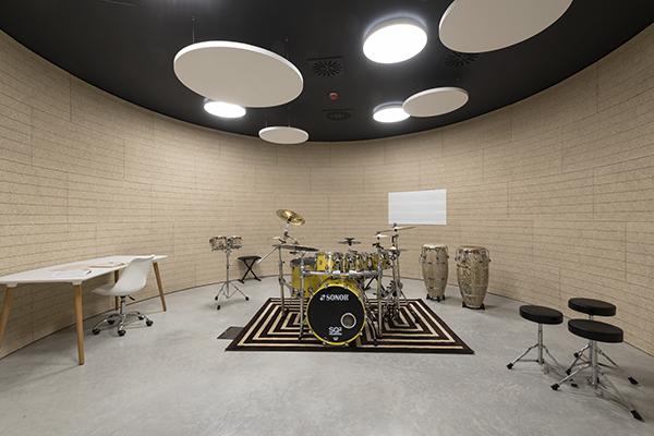 La Casa della musica a Pieve di Cento, Bologna, di Mario Cucinella Architects: l'isolamento è garantito dalle contropareti di Knauf formate da pannelli in fibra naturale e lana di roccia