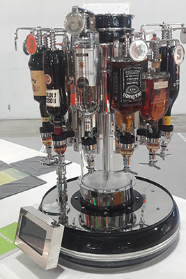 Sono arrivate 214 candidature per l'edizione 2019 dello SMART Label, Host Innovation award. La giuria ha premiato47 progetti per Smart Label (prodotti con contenuto innovativo caratterizzante); 6 per Innovation (prodotti che propongono il superamento di trend consolidati), 3 per Green Smart Label (prodotti con caratteristiche distintive di ecosostenibilità) e 5 Special mentions by Iginio Massari. In fotoMixartista, la macchinadiTech Life cheprepara tutte le ricette più famose dei drink. Si è aggiudicata loSmart Label
