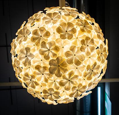 Vetro murano bianco incamiciato con ambra,  designer Maurizio Artoni