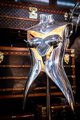 La lampada di Nigel Coates disegnata per la Jigsaw Clothing Company, prodotta fino al 1990