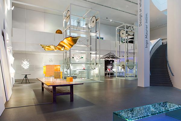 Una panoramica dello spazio espositivo realizzato alla  Pinakothek der Moderne di Monaco di Baviera (foto Anna Seibel)