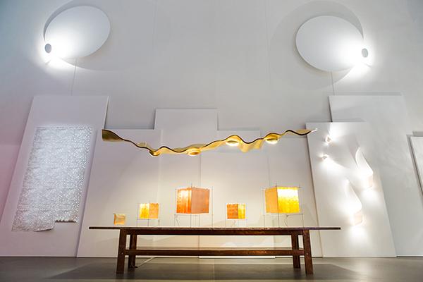La versione speciale del Golden Ribbon per la mostra: sembra galleggiare nello spazio espositivo sopra i visitatori (foto Anna Seibel)