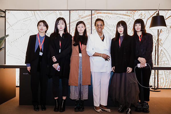 Le giovani vincitrici della quarta edizione del SaloneSatellite Shanghai insieme a Marva Griffin, ideatrice e curatrice del premio. Le designersono invitate a partecipare al SaloneSatellite di Milano che si terrà nell'ambito del Salone del Mobile.Milano dal 21 al 26 aprile 2020