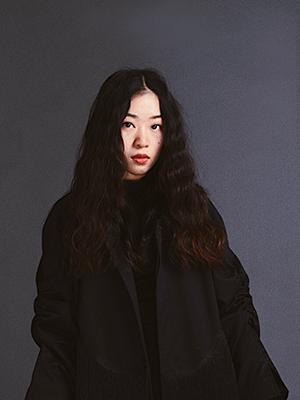 Dong XiaoYu di Beijing è terza classificata con la lampada Fan