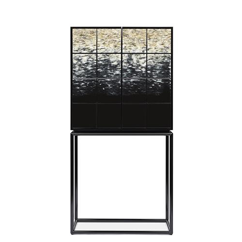 """Decorazione Chiaro di Luna, con effetto degradé di avorio e nero e superficie irregolare, per la nuova versione del mobile Riesling di <a href=""""https://www.armani.com › casa"""">Armani/Casa</a>"""