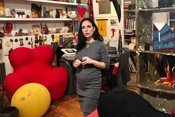 """Giulia nello studio """"storico"""" di Pesce a Manhattan, sulla Broadway"""