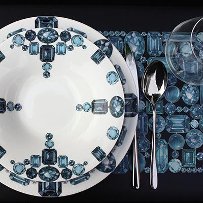 """La collezione Forever di <a href=""""http://www.taitu.it/"""">Taitù</a> porta il mondo dei gioielli a tavola con porcellana e vassoi che si trasformano in un pavé di gemme"""