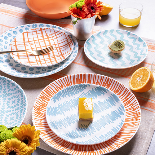 """La colorata linea per la tavola in porcellana <em>Agua</em> di <a href=""""https://www.tognana.com/"""">Tognana</a>"""