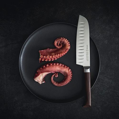 """La nuova linea di coltelli <em>Les Forgées 1890 </em> firmata da Big-Game per <a href=""""https://www.opinel.com/"""">Opinel</a>, marchio che quest'anno festeggia 130 anni"""