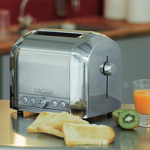 "<em>Toaster 2</em> è il tostapane compatto di <a href=""http://www.magimix.it"">Magimix</a> con 8 livelli di tostatura e 4 funzioni"