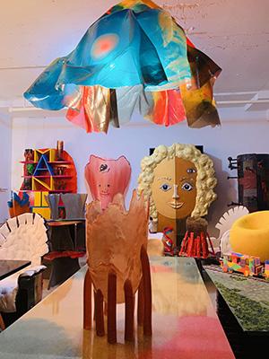 <em>Meraviglie in Attesa</em> <br> La creatività di Gaetano Pesce trasforma il magazzino sopra il laboratorio di Navy Yard a Brooklyn, in una colorata Wunderkammer