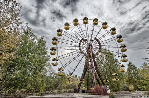 Il magazine <em>Time</em>, racconta come crescono esponenzialmente anche i tour in fabbriche abbandonate o addirittura vacanze con destinazione Chernobyl (nella foto da Pinterest)