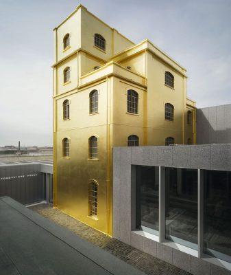 """La ricerca condotta da Espresso Communication illustra che luoghi come la Tate Modern o la Fondazione Prada(in foto)sono strettamente legati al passato dell'edificio e """"trasportano i visitatori in un luogo unico e fuori dal tempo"""", scrivono"""