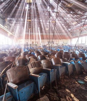 Di seguito alcune immagini dal profilo Instagram di @itsabandoned: qui un teatro abbandonato in Texas