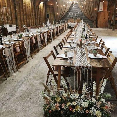 Il <em>Daily Mail </em> spiega che uno dei trend più in voga nel settore dell'organizzazione dei matrimoni sarebbe l'urban wedding che si contraddistingue soprattutto per la scelta di location come magazzini in disuso o vecchi granai (foto da Instagram)