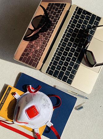 «Viaggiamo molto per lavoro e per piacere e anche nei posti più inusuali abbiamo sempre trovato la maniera di essere produttivi: il designer deve essere curioso, conoscere piccoli artigiani, aziende, persone. Lo smart working, la creatività nomade, era già una nostra condizione perenne», spiega   García Jiménez