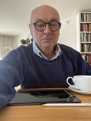 Classe 1956, Piero Lissoni nasce a Seregno nella Brianza. Il suo studio ha sede a Milano e New York