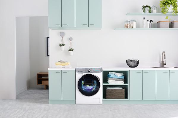 """La lavatrice <a href=""""https://www.samsung.com/it/"""">Samsung</a> QuickDrive: rispetto alla media, promette 1.531 litri di acqua in meno all'anno"""