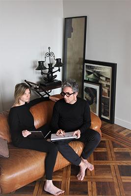 Marzia e Leonardo, architetti e designer, coppia anche nella vita, fondano nel 2007 Dainellistudio. In questi giorni di quarantena stanno lavorando nel loroappartamento in centro a Milano