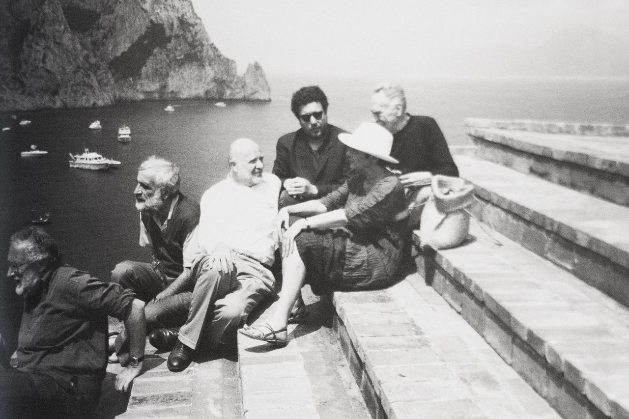 Enrico Astori a Casa Malaparte nell'isola di Capri con Achille Castiglioni, Lea Vergine, Philippe Starck ed Enzo Mari