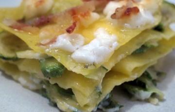 lasagna stracchino, zucchine e guanciale crisp