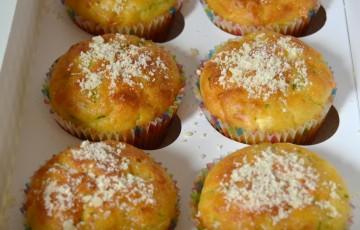 Muffin con zucchine e feta