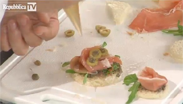 Tartine e canap al prosciutto crudo ricette videocucina for Prosciutto canape