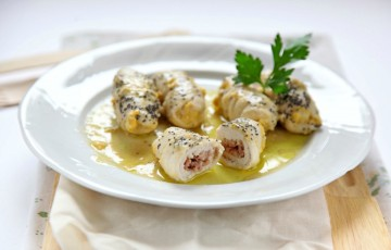 Involtini di pollo con ripieno di salsiccia