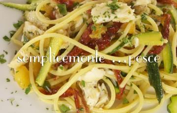Vermicelli con orata, zucchine e pomodori secchi