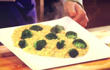 Risotto integrale con broccoli e curcuma