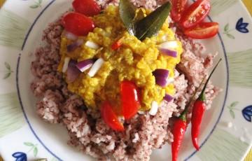 Riso rosso e dhal (lenticchie)