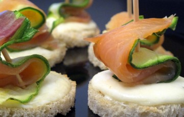 Tartine scamorza, zucchine e salmone