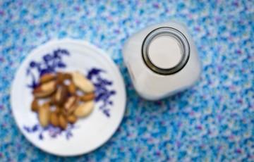 Latte di mandorle e noci del brasile