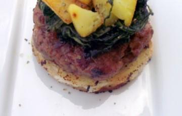 Burger di patate salsiccia e cicoria