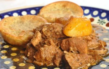 Spezzatino con cipolle alla paprika