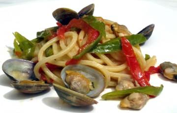 Spaghetti friggitelli e vongole
