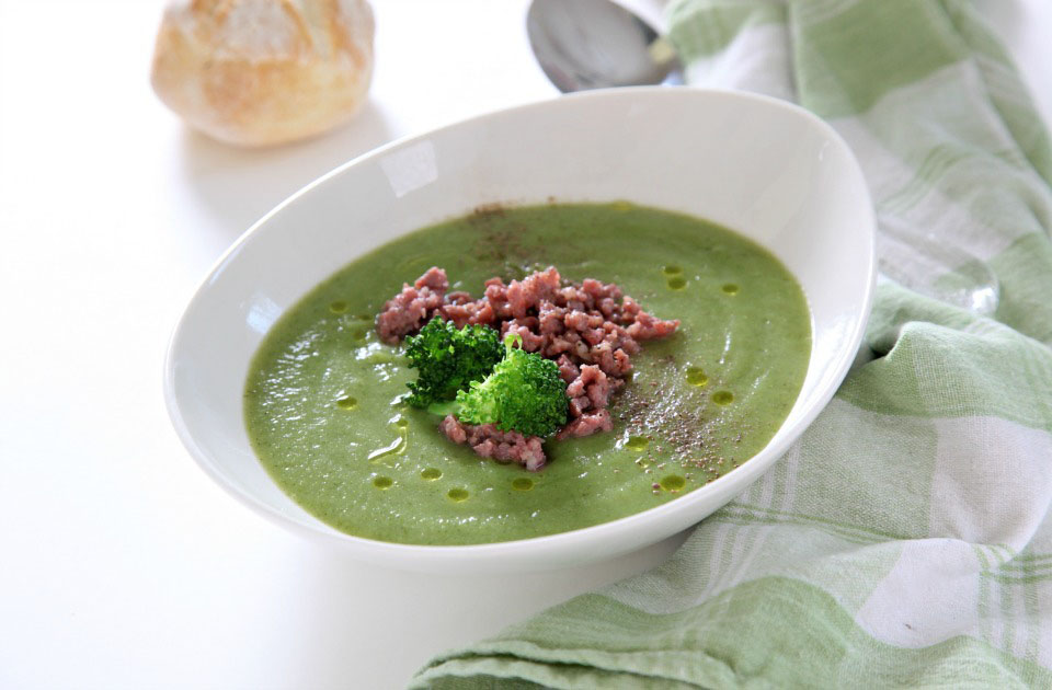 Ricetta Zuppa Broccoli.Vellutata Di Broccoli Saporita Ricette Donatella Simeone D Repubblica It