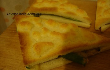Tramezzini al forno con zucchine e mozzarella