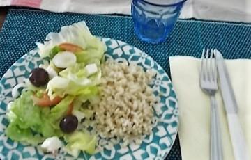 Insalata alla greca con riso integrale